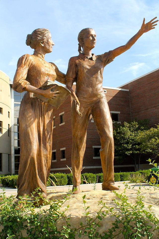 Maria_De_Mattias_Statue